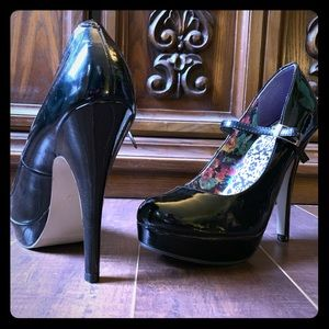 Shoes - Sexy unique stiletto heels, like new size 8